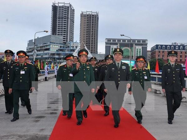 Ministros de Defensa de Vietnam y China conversan por telefono hinh anh 1