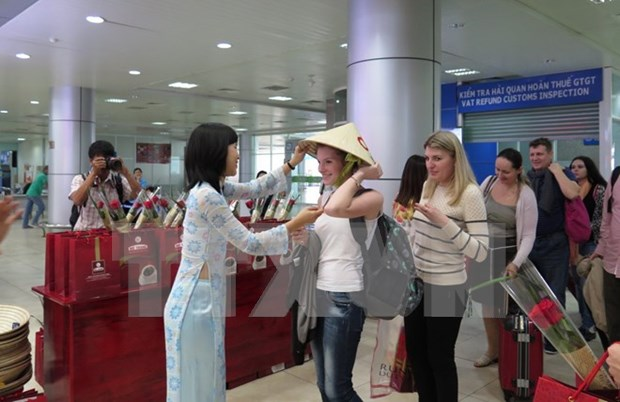 Recibe Vietnam a primeros turistas extranjeros en 2016 hinh anh 1