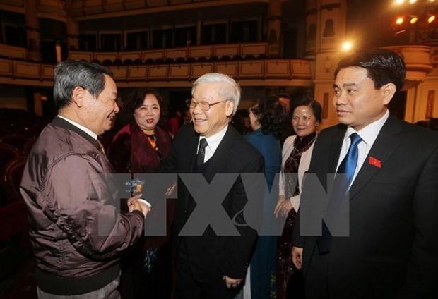 Lideres se reunen con diputados de Hanoi de distintas generaciones hinh anh 1