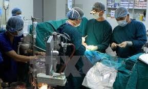 Vietnam ayuda Laos en mejoramiento de sistema de salud hinh anh 1