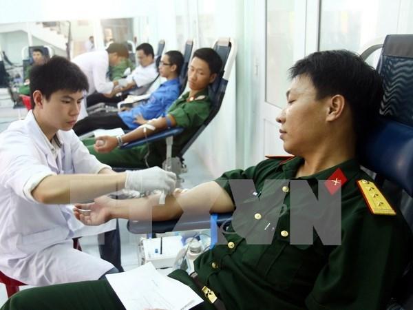 Miles personas participan en campana de donacion de sangre hinh anh 1