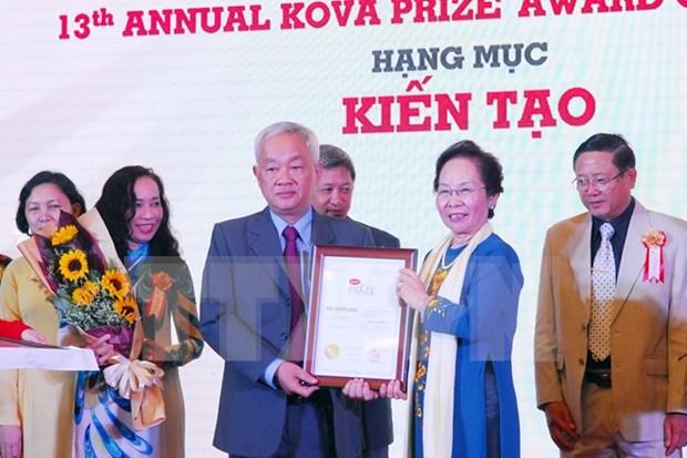 Entregan premio KOVA a cientificos y estudiantes destacados hinh anh 1