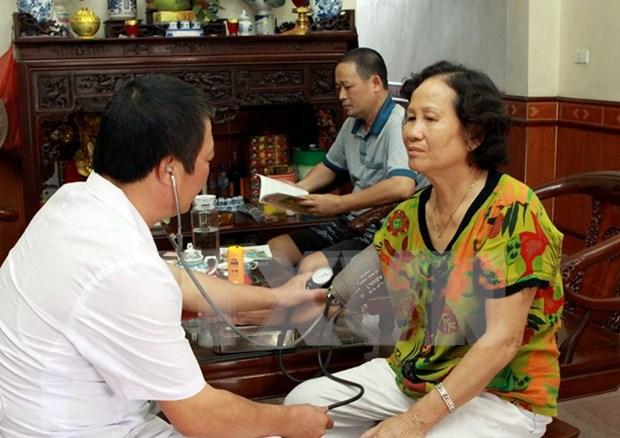 """Hanoi amplia modelo """"Medicos a domicilio"""" para aliviar sobrecarga en hospitales hinh anh 1"""
