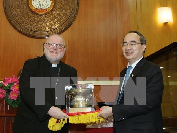 Dirigente de Frente de la Patria de Vietnam recibe a cardenal aleman hinh anh 1