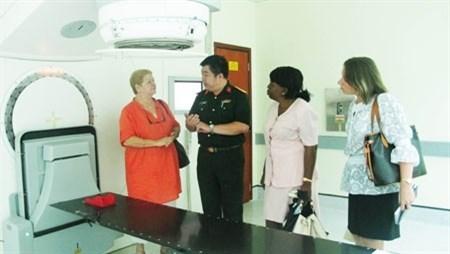 Cooperan Vietnam y Cuba en tratamiento de cancer hinh anh 1