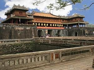 Cifra record de turistas extranjeros a antigua ciudad imperial de Hue hinh anh 1