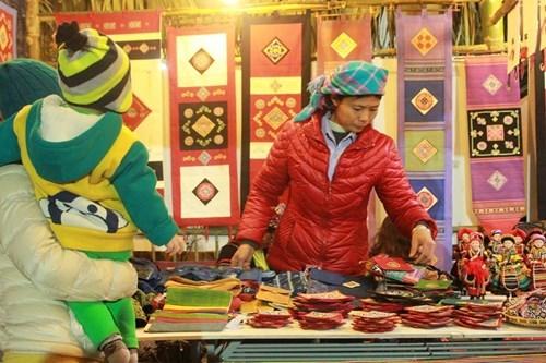 Capitalinos disfrutan momentos inolvidables en fiesta de Ano Lunar del Mono hinh anh 1