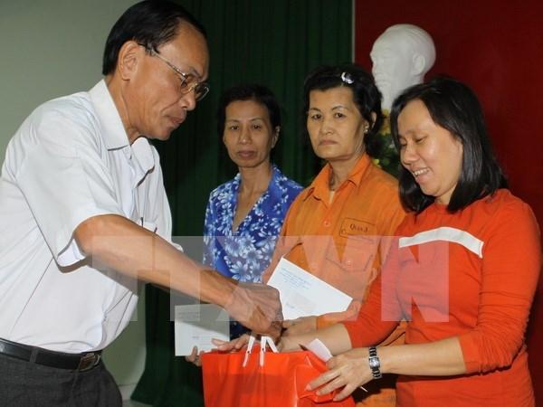 Garantizan gratificacion a empleados vietnamitas en Ano Nuevo Lunar 2016 hinh anh 1