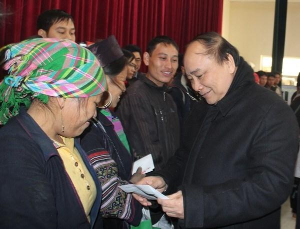 Vicepremier urge acelerar ayuda a damnificados por ola de frio en Lao Cai hinh anh 1
