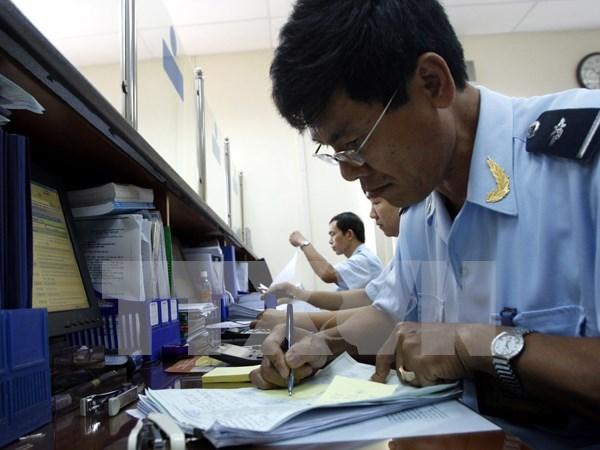 Vietnam: Salario basico de funcionarios publicos aumentara en 2016 hinh anh 1