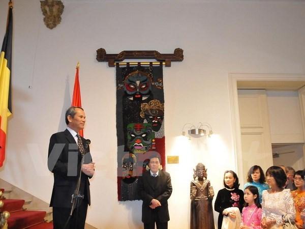 Vietnamitas en diferentes partes del mundo celebran Ano Nuevo Lunar hinh anh 1