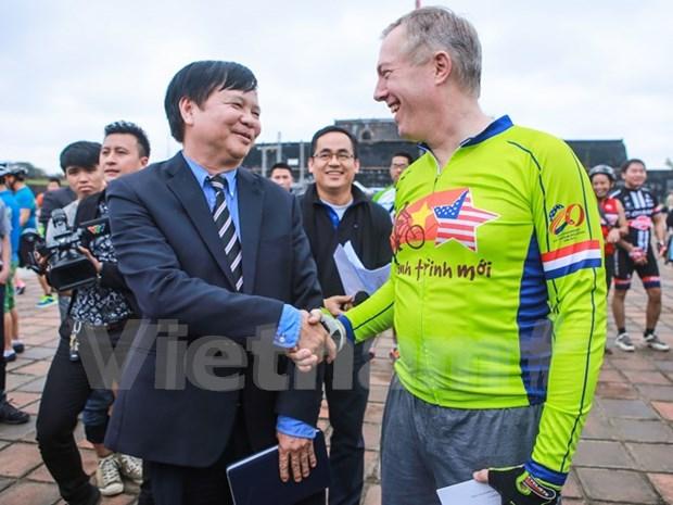 Excursion en bicicleta del embajador estadounidense termina en Hue hinh anh 1