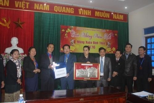 Funcionarios de Laos visitan provincia centrovietnamita con motivo del Tet hinh anh 1