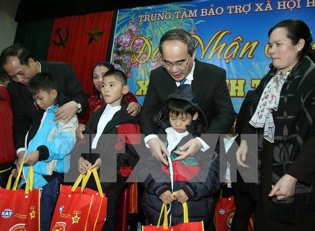 Ayudan a personas desfavorecidas en Vietnam para un Tet feliz hinh anh 1