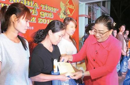 Ciudad Ho Chi Minh asiste a trabajadores en ocasion del Tet hinh anh 1