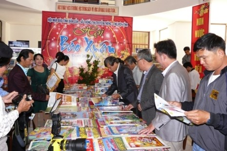 Celebran Festival de Prensa Primaveral 2016 en provincia de Dak Lak hinh anh 1