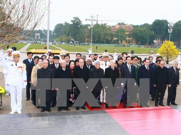 Lideres rinden tributo al Presidente Ho Chi Minh en ocasion de fundacion del PCV hinh anh 1