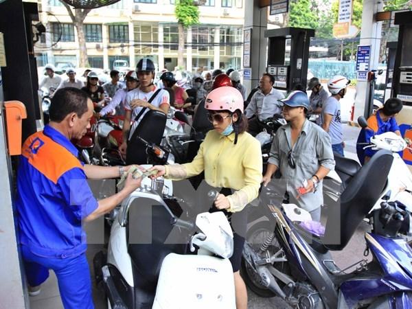 Ligera reduccion de precios de combustibles en Vietnam hinh anh 1