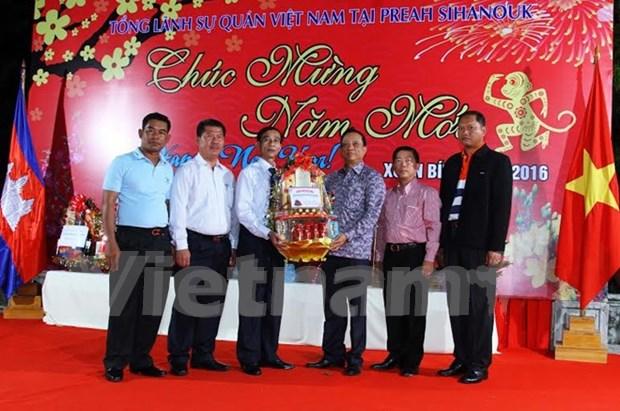 Compatriotas vietnamitas celebran Tet en distintos paises hinh anh 1