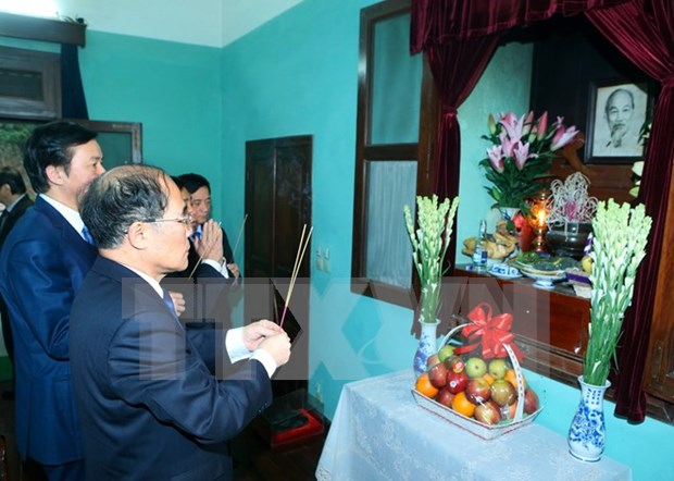 Rinden tributo al Presidente Ho Chi Minh con motivo del ano nuevo lunar hinh anh 1