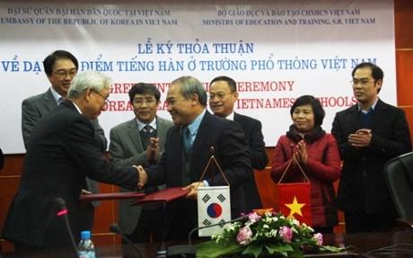 Experimentan ensenanza de coreano en escuelas vietnamitas hinh anh 1