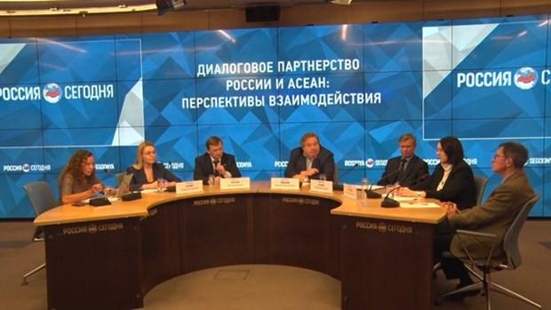 Eruditos rusos aprecian cooperacion con Vietnam y ASEAN hinh anh 1