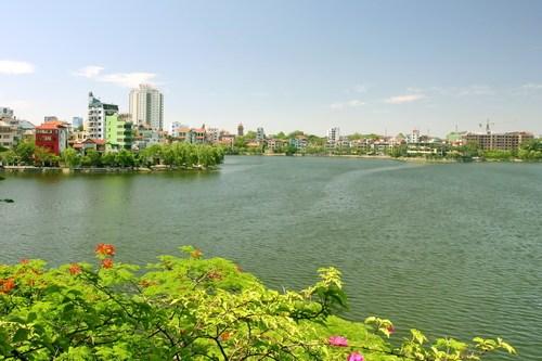 Truc Bach, apacible lago en el seno de un bullicioso Hanoi hinh anh 1