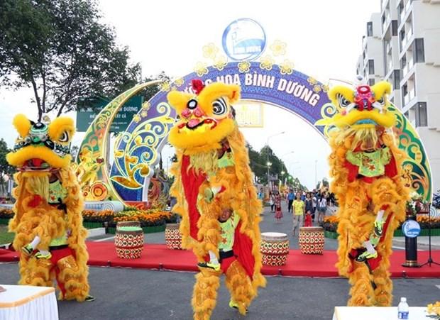 Con espectaculos y jubilo, vietnamitas reciben el Ano de Mono hinh anh 1