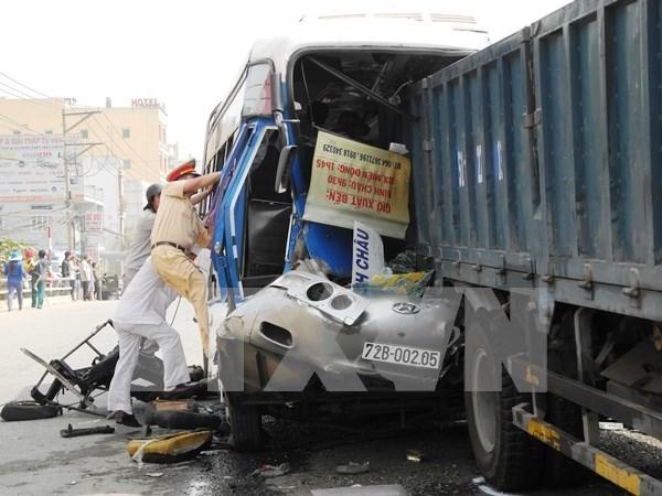 Accidentes de trafico dejan 23 muertos en ultimo dia del Ano de Cabra hinh anh 1