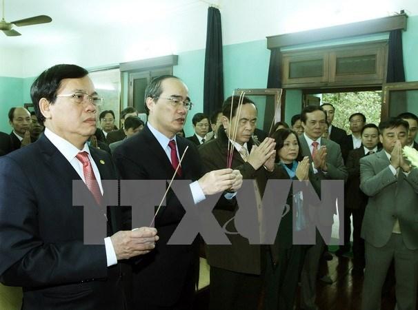 Dirigente del Frente de Patria rinde homenaje al Presidente Ho Chi Minh hinh anh 1