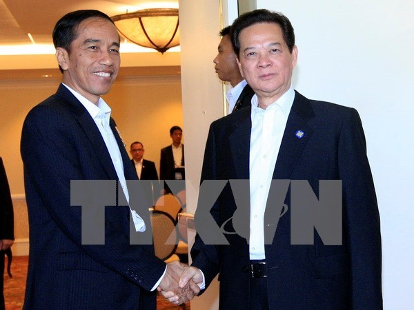 Premier vietnamita conversa con presidente indonesio en Estados Unidos hinh anh 1