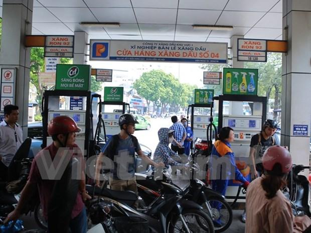 Continua bajando precio de gasolina en Vietnam hinh anh 1