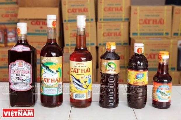 Salsa de pescado Cat Hai, marca favorita en el mercado hinh anh 1