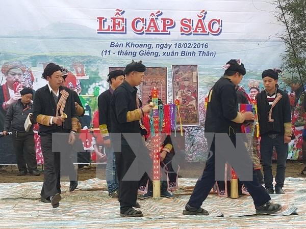 Sapa promueve ritual de la madurez de la comunidad Dao Rojo hinh anh 1