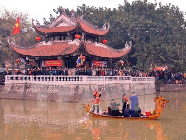 Miles de turistas participan en festival tradicional de la provincia de Bac Ninh hinh anh 1