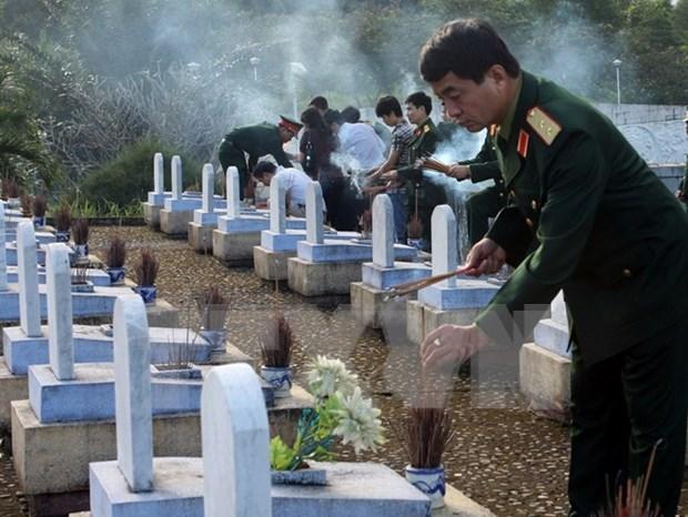Miles de visitantes expresan gratitud a martires en Quang Tri hinh anh 1