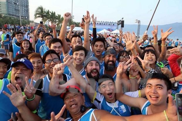 Nutrida participacion en carrera sin calzados en Da Nang hinh anh 1