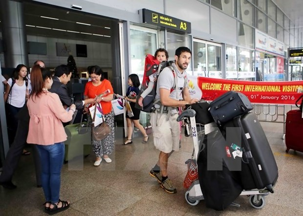 Continuan en alza llegadas de turistas extranjeros a Vietnam hinh anh 1