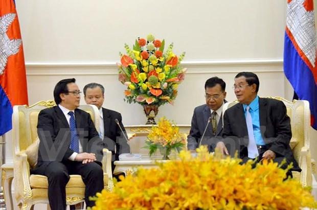 Dirigentes camboyanos reciben al enviado especial del lider partidista vietnamita hinh anh 1