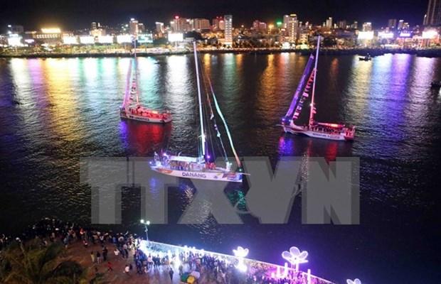 """Desfile de barcos de Clipper Race en """"ciudad de los puentes"""" de Vietnam hinh anh 1"""