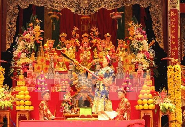 Diplomaticos extranjeros exploran culto tradicional de Vietnam a Madre Diosa hinh anh 1