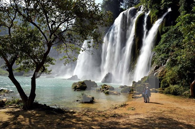 Sin rastros del turista bielorruso borracho desparecido en cascada Pongour hinh anh 1
