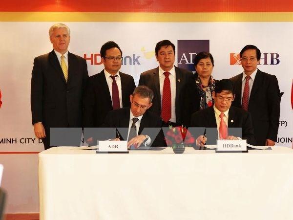Banco Asiatico apoya programa de financiamiento de comercio en Vietnam hinh anh 1