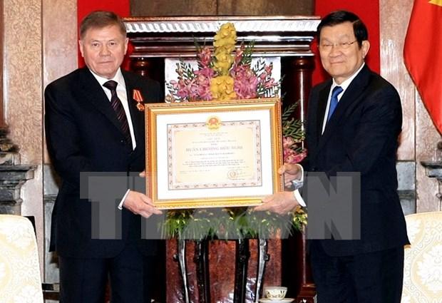 Otorga Vietnam Orden de Amistad a alto funcionario ruso hinh anh 1