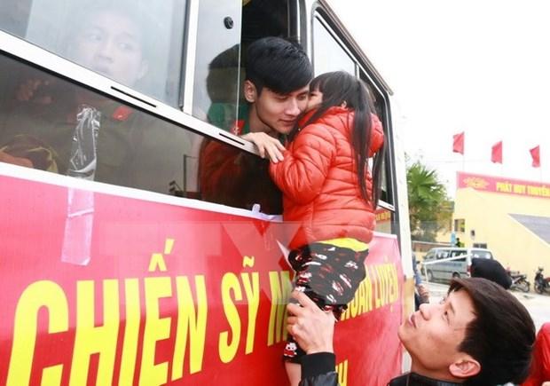 Miles de jovenes vietnamitas se alistan al ejercito hinh anh 1