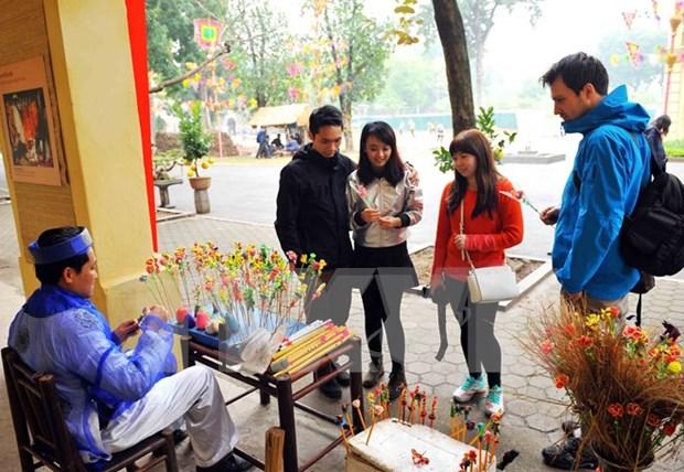Disfrutan de atmosfera de Tet en Museo de Hanoi hinh anh 1