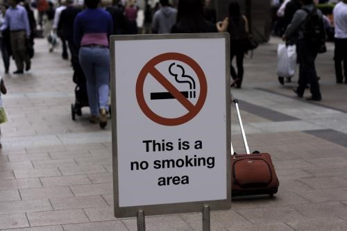 Camboya prohibe fumar en sitios publicos hinh anh 1