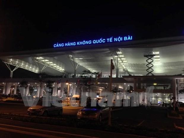 Dos tailandeses detenidos en aeropuerto de Noi Bai por tenencia ilegal de armas hinh anh 1