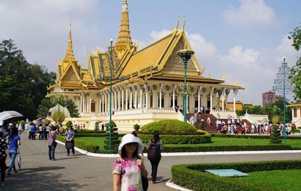 Malaysia aspira a ser destino principal de turistas camboyanos hinh anh 1