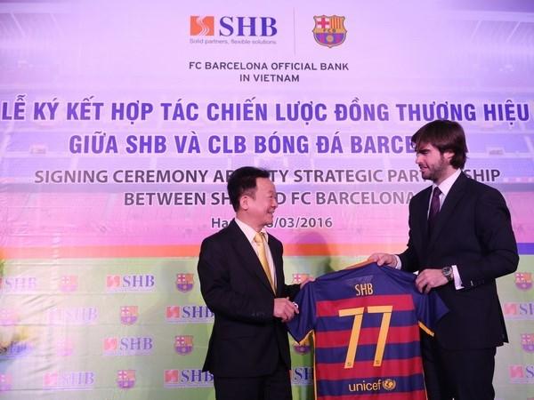 Banco vietnamita SHB se asocia con el FC Barcelona hinh anh 1